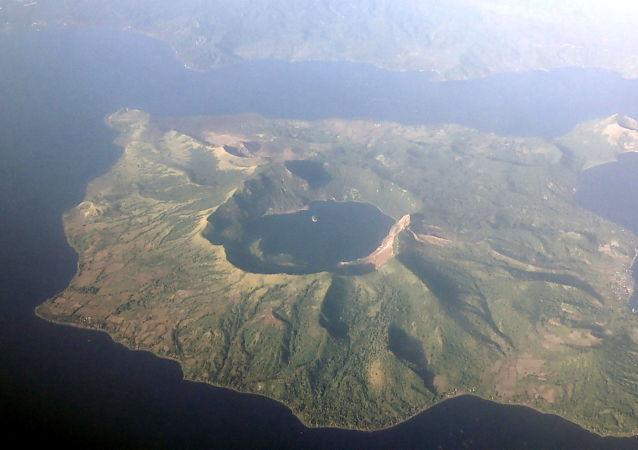塔阿尔火山
