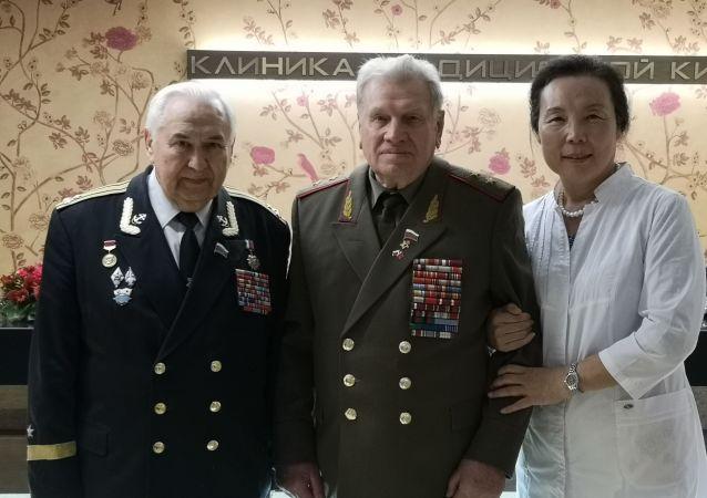 为抗战老兵的健康献爱心