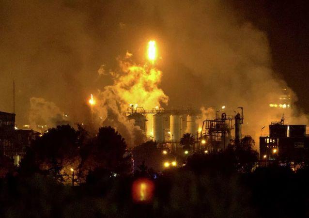 西班牙塔拉戈纳省石化厂着火爆炸