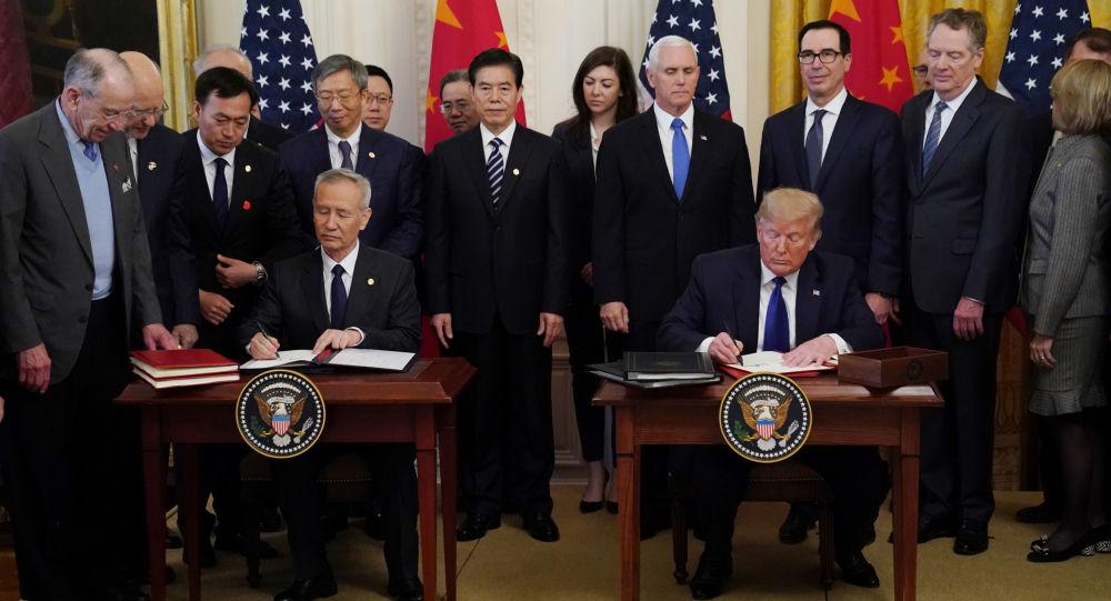中美签署经贸协议的第一批文件