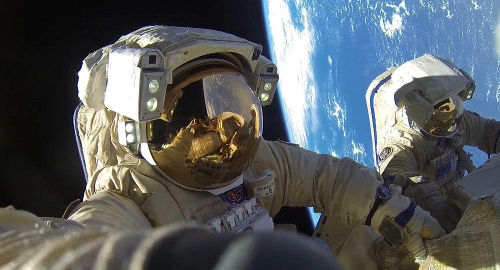 俄宇航员接到乘坐美国宇宙飞船的建议