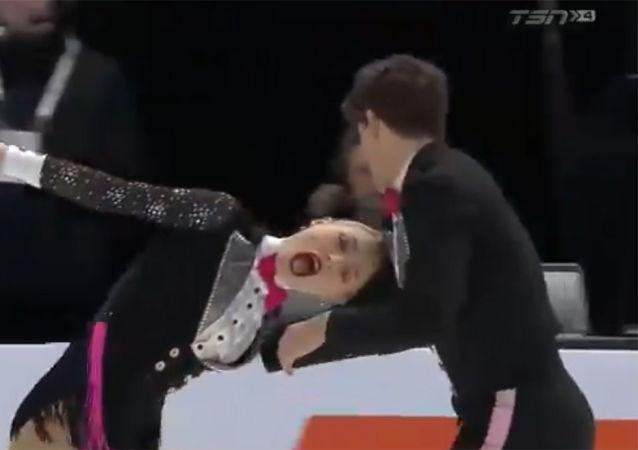 加拿大花滑女运动员在比赛中差点失去头发