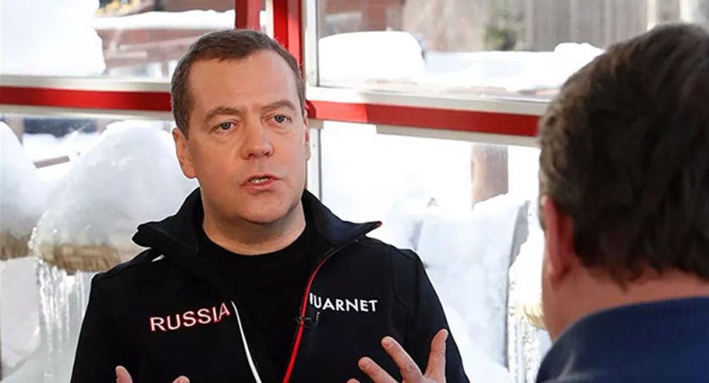 梅德韦杰夫解释政府的意外辞职