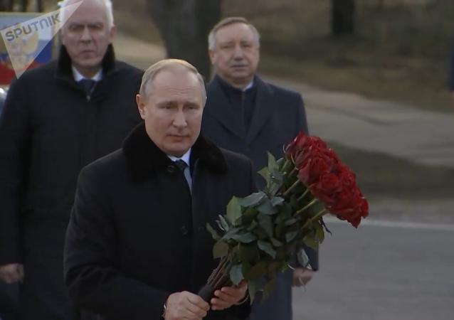普京悼念列宁格勒围困死难者 纪念突破围困77周年