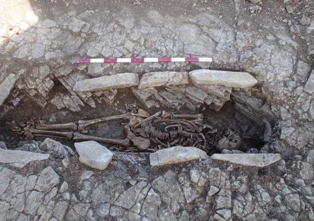 发现非洲最古老的人类墓葬
