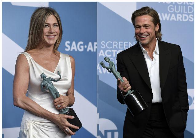 皮特和前妻安妮斯顿在颁奖典礼相拥引复合猜测