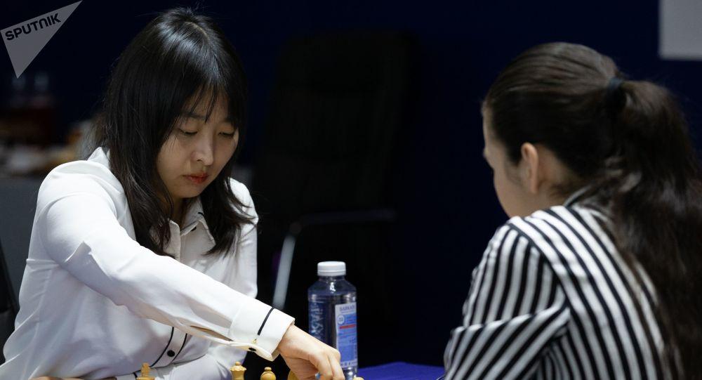 中国国象选手居文君卫冕国际象棋女子世界冠军