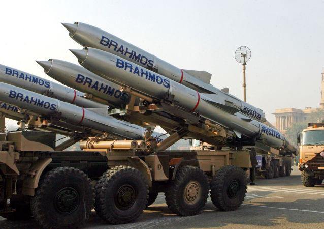 """布拉莫斯航空航天企业正研究为""""光辉""""战机研制导弹的可能性"""