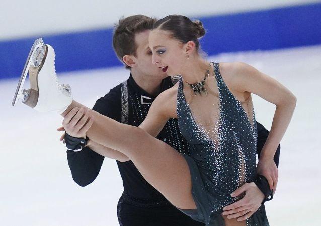 亚历桑德拉·博伊科娃和德米特里·科兹洛夫斯基