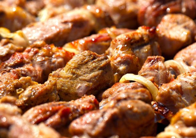 俄营养师指出减少烧烤危害的方法