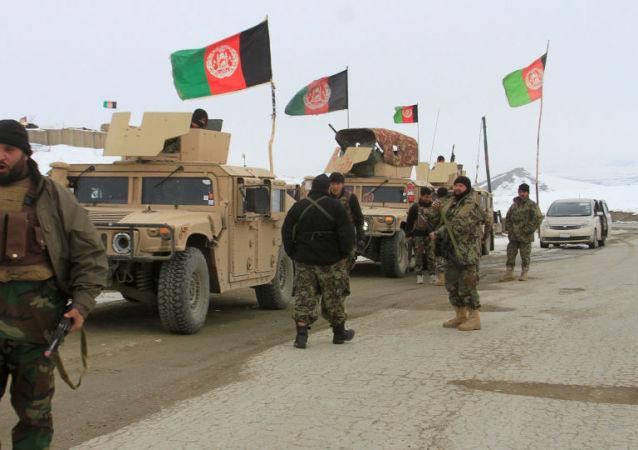 美国官员称周一在阿富汗坠毁的飞机是美国小型军用 飞机