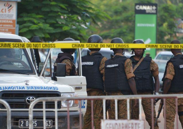 消息:布基纳法索武装伏击致包括外国记者在内的4人失踪