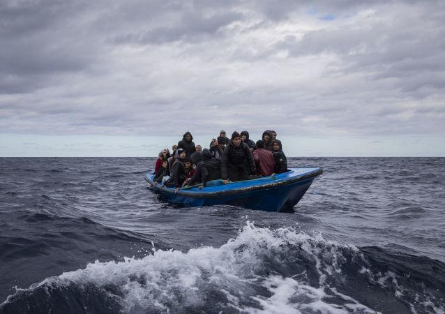 非法移民在地中海(资料图片)