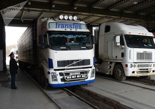 俄滨海边疆区因中方要求采取过境货车限流措施的口岸恢复运转