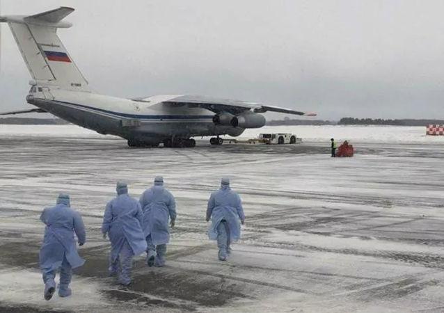 第一架从中国撤离俄罗斯公民的飞机在秋明机场降落