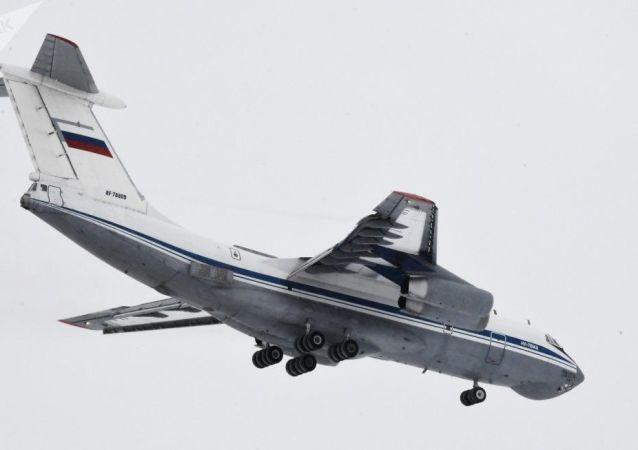 俄空天军第二架飞机将64位俄罗斯公民撤出中国武汉市送抵秋明州,没有患病者