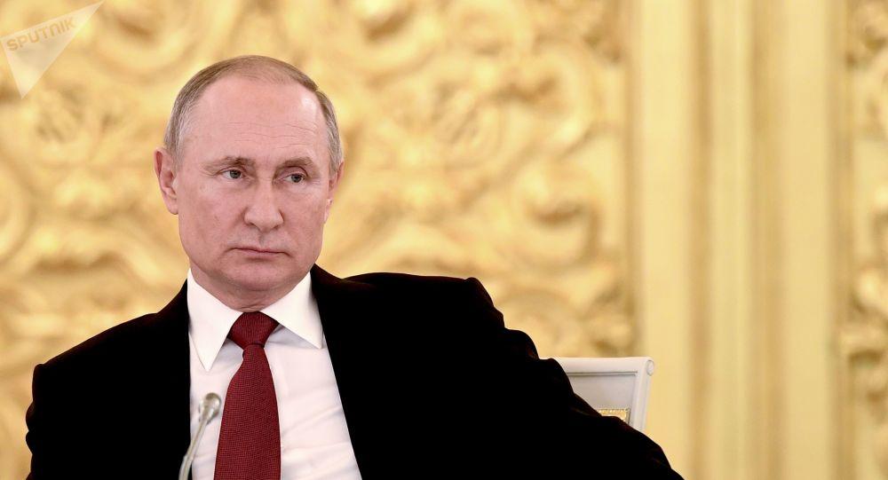 普京在与泽连斯基会谈时提出基辅是否打算真正去执行明斯克协议这一问题