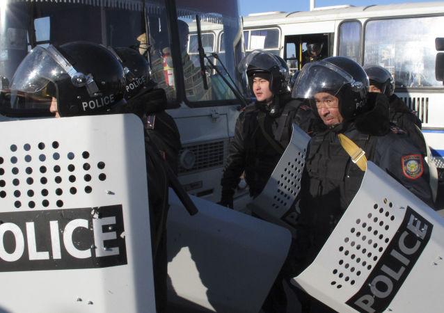 哈萨克斯坦警察
