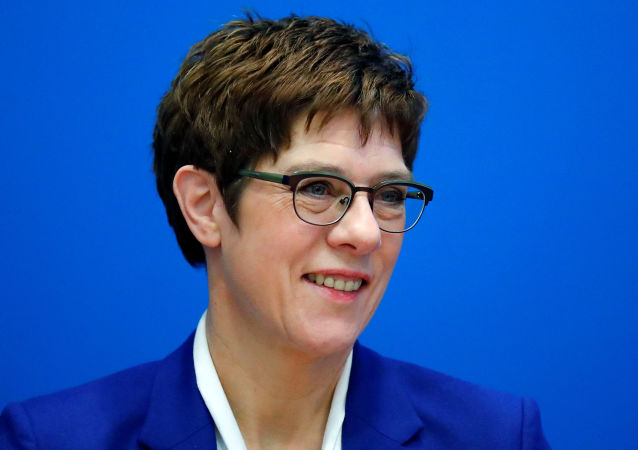 德国基民盟主席克兰普-卡伦鲍尔