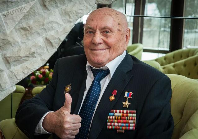 二战著名侦察员博强迎来103岁生日