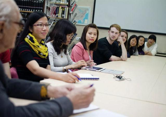 俄杜马议员建议允许外国留学生入境