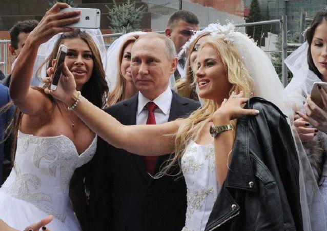 克里姆林宫公布最后一部分普京档案的照片