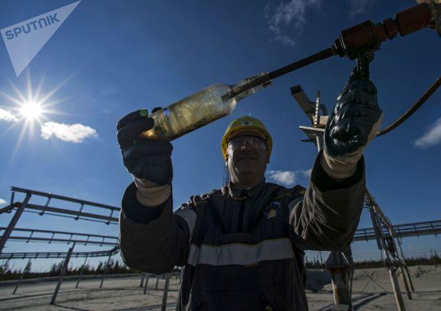 俄能源部预计2020年全国石油开采同比下降8% 天然气开采下降4-6%
