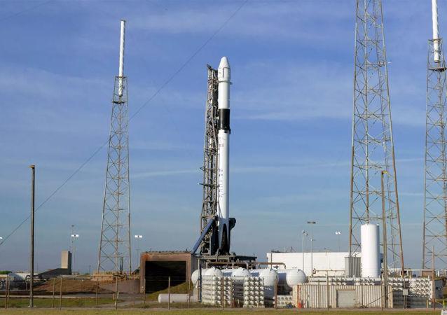 """美国的""""龙""""号货运飞船已从卡纳维拉尔角发射飞往国际空间站"""