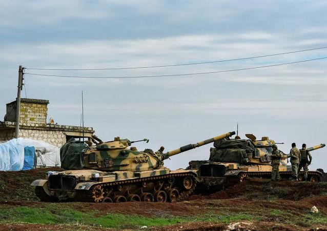 土耳其坦克在叙利亚伊德利卜省