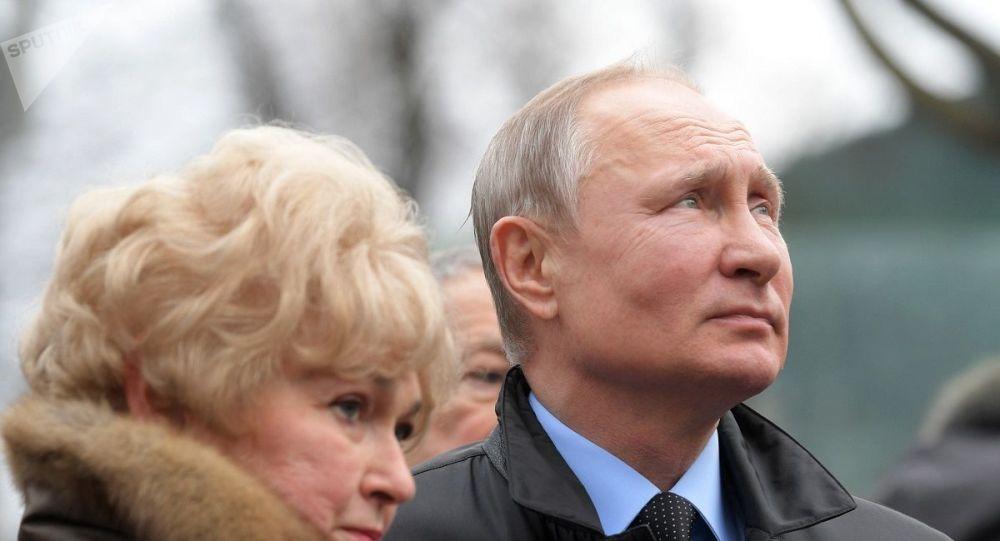 普京对圣彼得堡居民表示总统工资不是全国最高工资