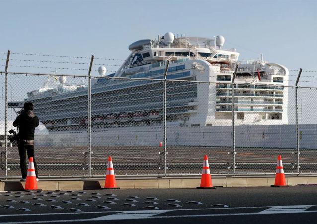 """""""钻石公主""""号邮轮在横浜市"""