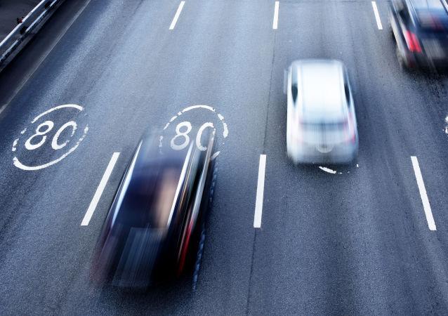 俄交通安全检查员将使用新设备 瞬间确定驾驶员体内是否含有酒精