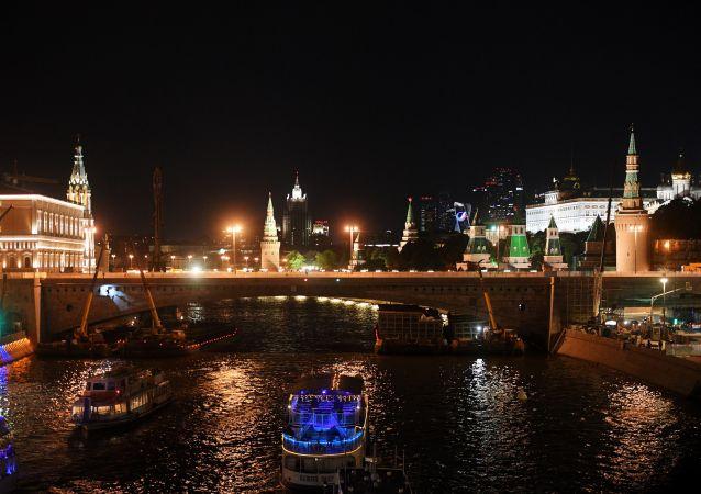 普京:莫斯科是座超级大都市 发展速度极快