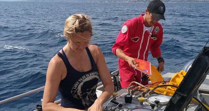 女潜水员阿克萨娜·舍瓦里耶不想放弃自己喜爱的职业