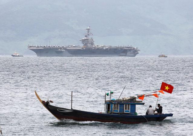 专家:中国不会对美国航母访问越南置之不理