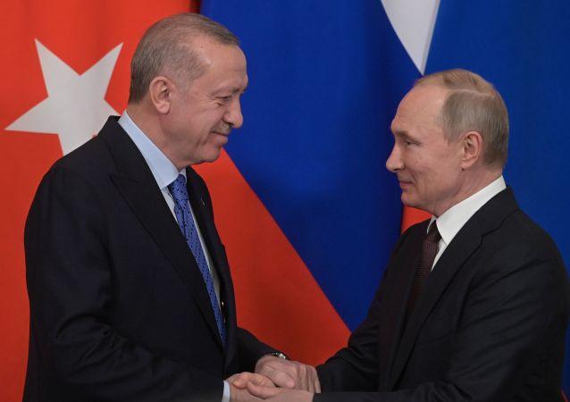 据克宫消息,俄罗斯和土耳其总统通电话讨论叙利亚局势