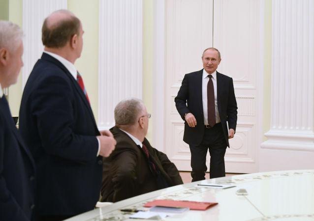 俄总统普京会见国家杜马各党团领导人