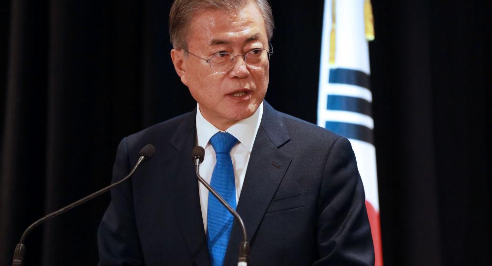韩国总统文在寅表示将就执政党在补选中败选接受国民问责