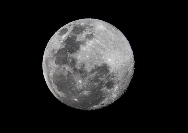 """俄科学家:""""护卫舰""""号无人月球着陆器将设计用于2-3次着陆"""