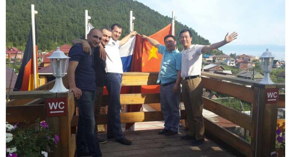 李胜军和朋友在伊尔库茨克