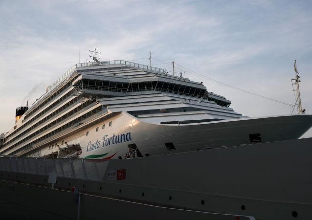 新加坡一艘游轮因船上发现新冠病例返回港口