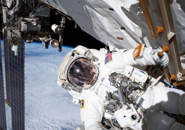 美国专家将宇航员送至国际空间站比作公交车司机的工作