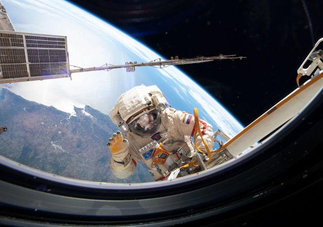 俄罗斯宇航员在宇宙