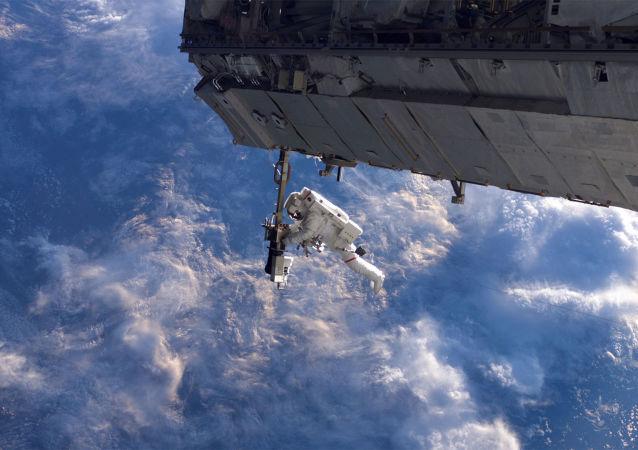 美国宇航员的太空行走(资料图片)