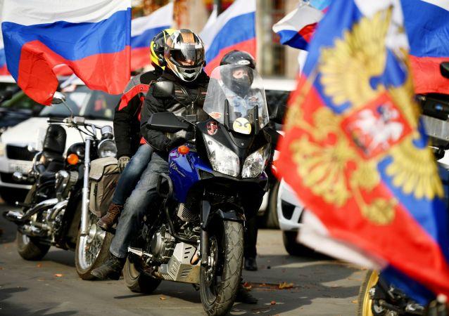 克里米亚举行汽车和摩托车拉力赛纪念回归俄罗斯六周年