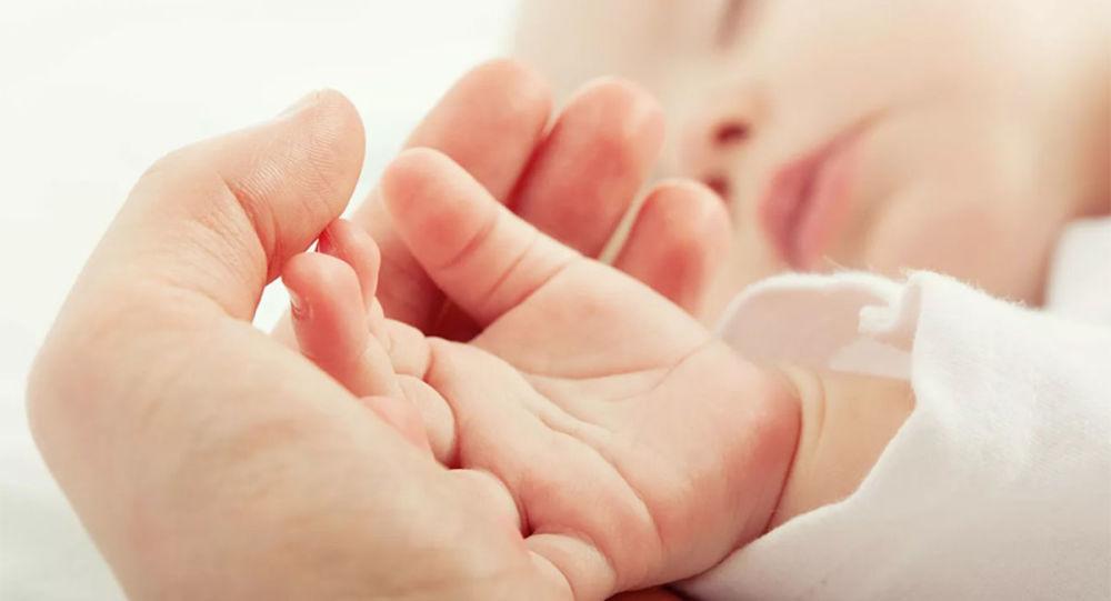 美国夫妇利用冷冻27年胚胎成功分娩 打破最长冷冻胚胎分娩记录