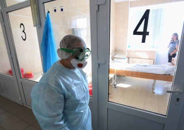 俄防疫指挥部:俄累计新冠病毒感染人数超13.4万人 死亡近1300人