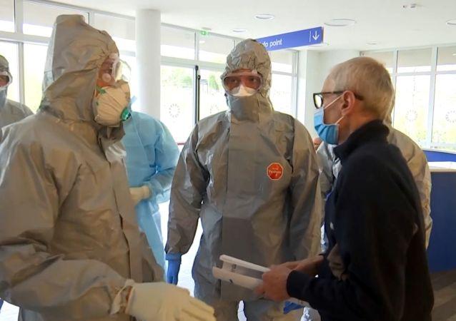 意大利电视台播出俄罗斯军人和医务人员在贝加莫市工作的新镜头
