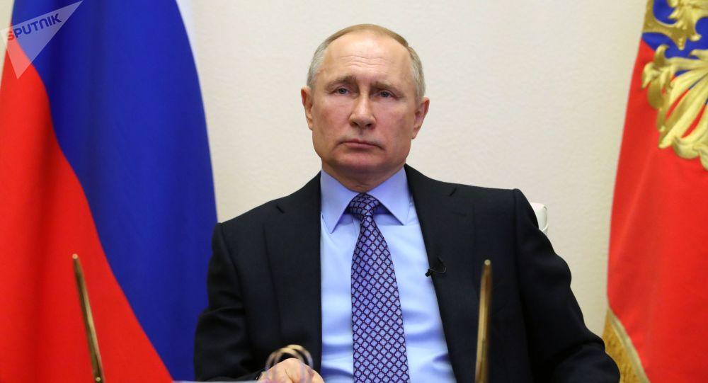 俄总统普京向英国首相约翰逊发电报祝愿他早日康复