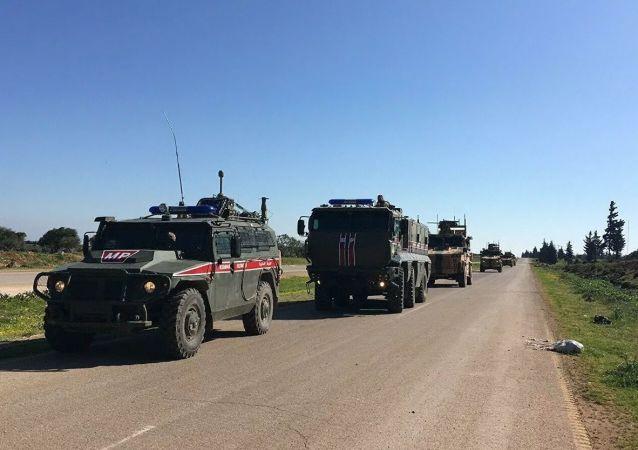 俄土对叙伊德利卜省M-4公路进行第16次联合巡逻